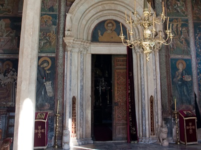 Serbian-orthodox-monastery-inside