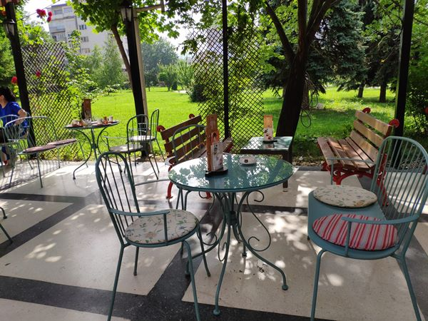 garden of prince coffee shop in pristina